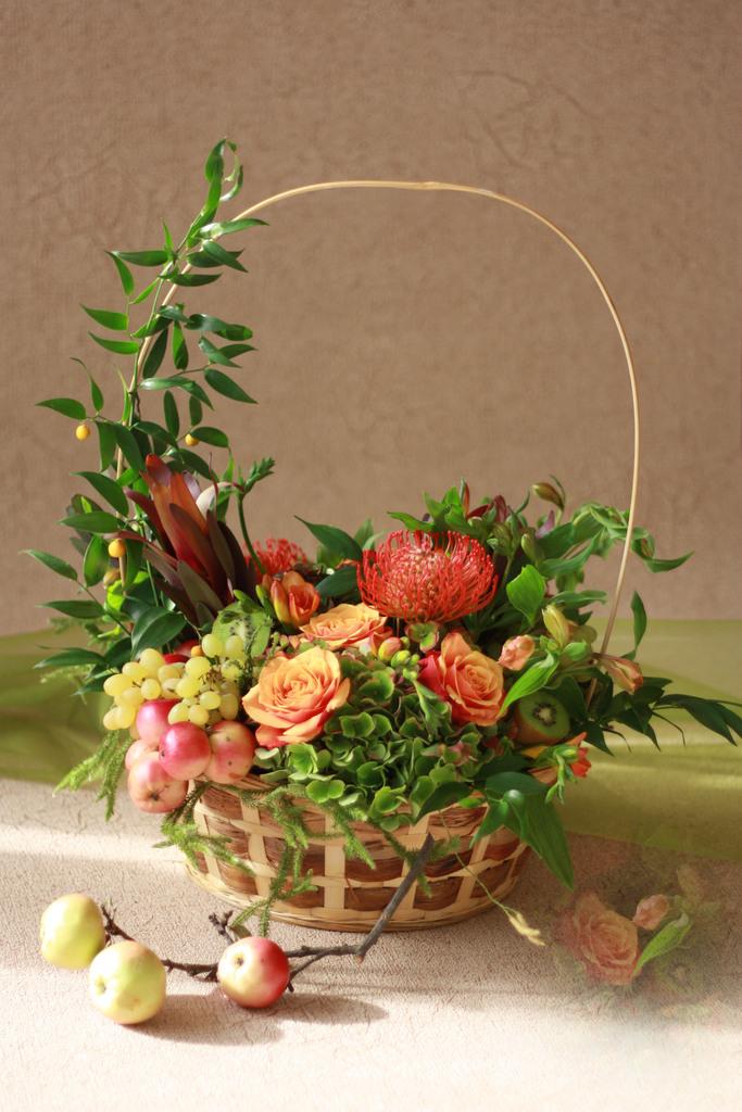 Композиции с цветами и фруктами 40